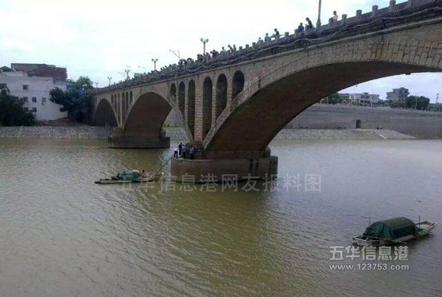 水寨大桥一女子跳桥摔死